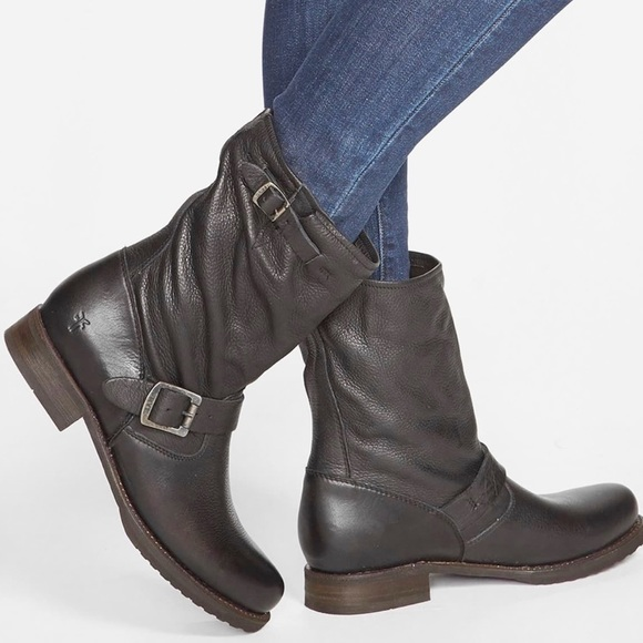 Veronica Short Leather Boots In Smoke